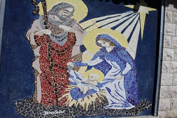 tranh-tuong-mosaic-mo-ta-canh-chua-jesus-giang-tran-tai-mot-con-pho-o-bethlehem